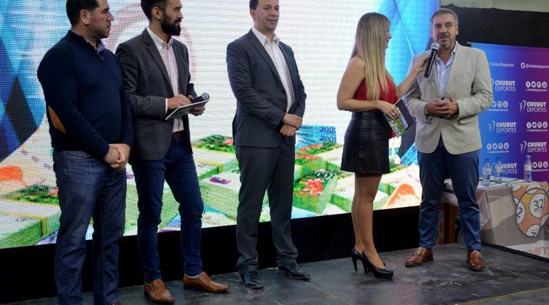 Autoridades presentes en el sorteo del Telebingo