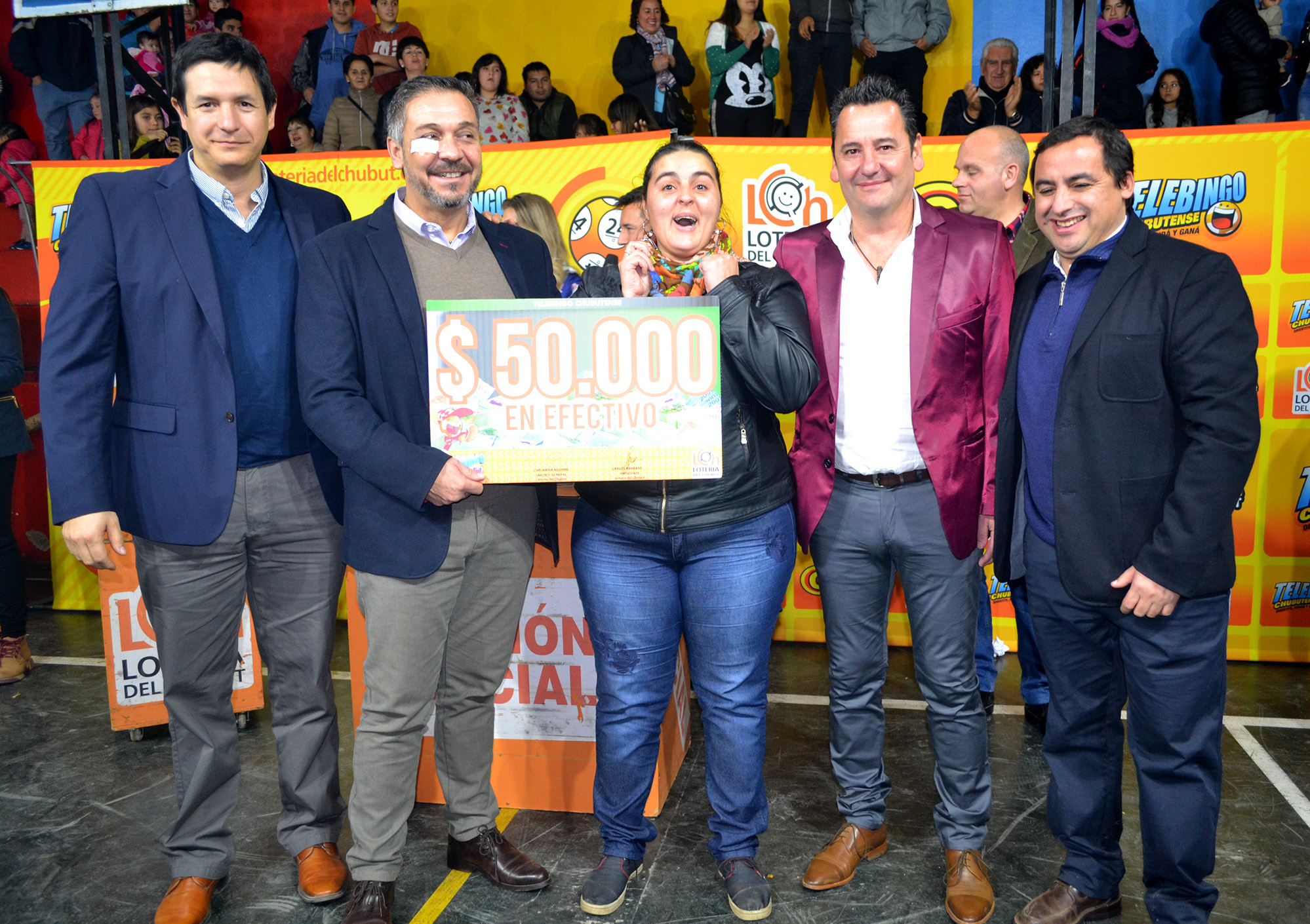 Rosa Gibon ganadora de los 50.000 pesos de la Caja de Cristal