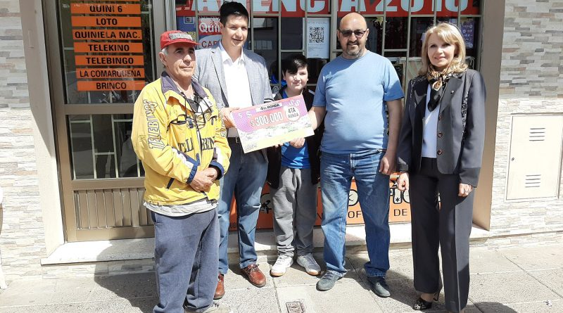 Entrega Loteria del Chubut. 300 mil pesos. Agencia 2016 de Olga Cuenca.